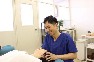 安城市長坂接骨院 片頭痛 緊張性頭痛施術風景