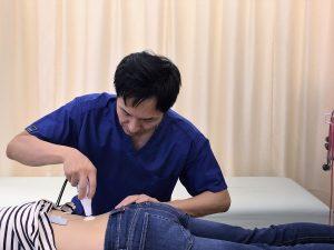 安城市長坂接骨院 腰痛 ギックリ腰 ヘルニア 坐骨神経痛施術風景